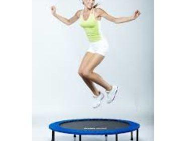 Le rebounding, un mini-trampoline pour brûler des calories!